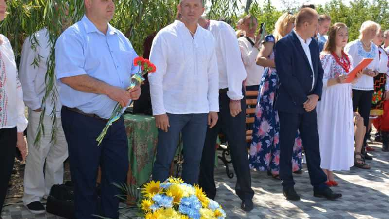 Ігор Молоток відкрив пам'ятник Пантелеймону Кулішу у селищі Вороніж (ФОТО)